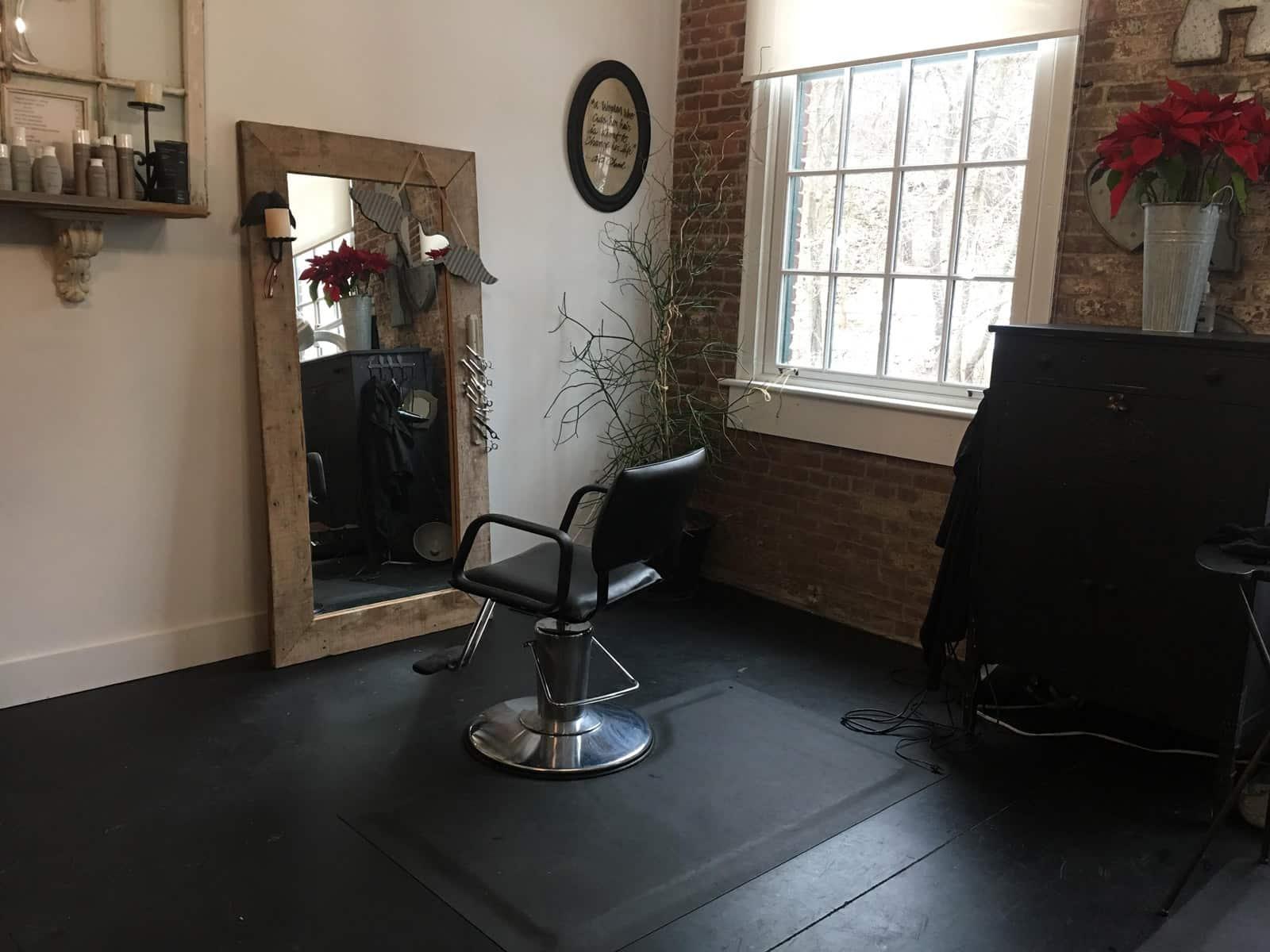 Salon At The Silk